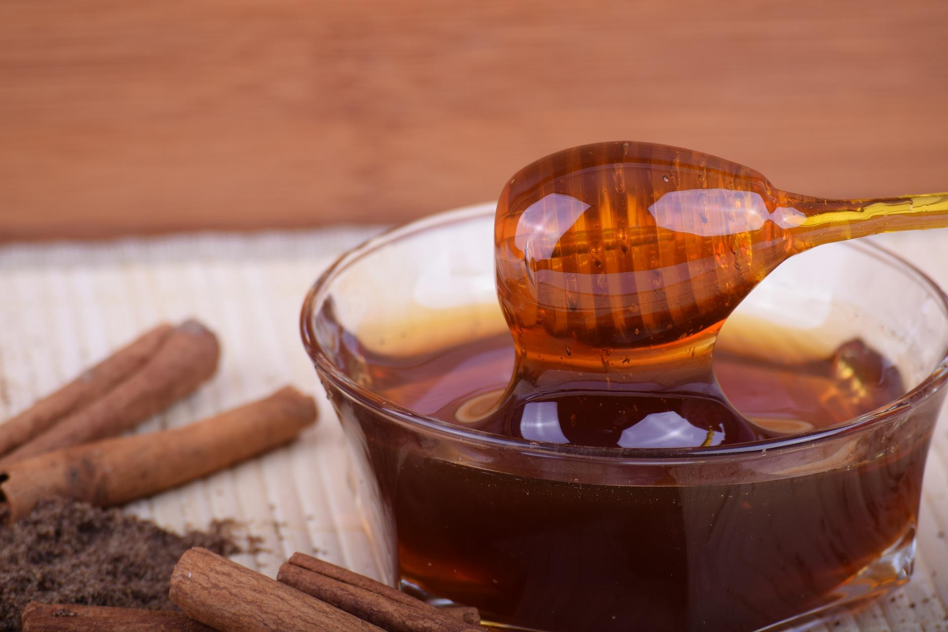 Miel con canela, un potente remedio natural